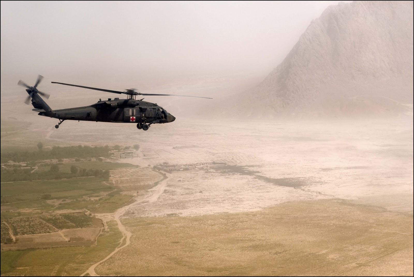 http://1.bp.blogspot.com/-IdfeUzVqJDY/T5N3g0LLp6I/AAAAAAAAH8I/4Rzk6k1fq8c/s1600/blackhawk_uh60_rescue.jpg