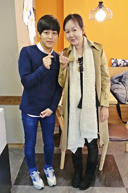 I love you 'finger heart' with Sungjin, Sungmin's brother  | www.meheartseoul.blogspot.com