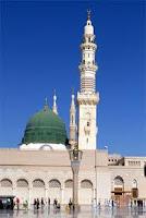 """Abdullah İbnu Amr İbni'l-Amr Âs (radıyallâhu anh)'ın anlattığına göre, Resülullah (aleyhissalâtu vesselâm)'ın şöyle söylediğini işitmiştir: """"Ezanı işittiğiniz zaman müezzinin söylediğini aynen (kelime kelime) tekrar edin. Sonra bana salât-u selâm okuyun. Zîra kim bana salât-u selâm okursa Allah da ona on misliyle rahmet eder. Sonra benim için el-vesîle'yi taleb edin. Zîra o, cennete bir makamdır ki, mutlaka AlIah'ın kullarından birinin olacaktır. Ona sahip olacak kimsenin ben olmamı ümid ediyorum. Kim benim için Allah'tan el-Vesîle'yi taleb ederse, şefaat kendisine vâcib olur."""""""