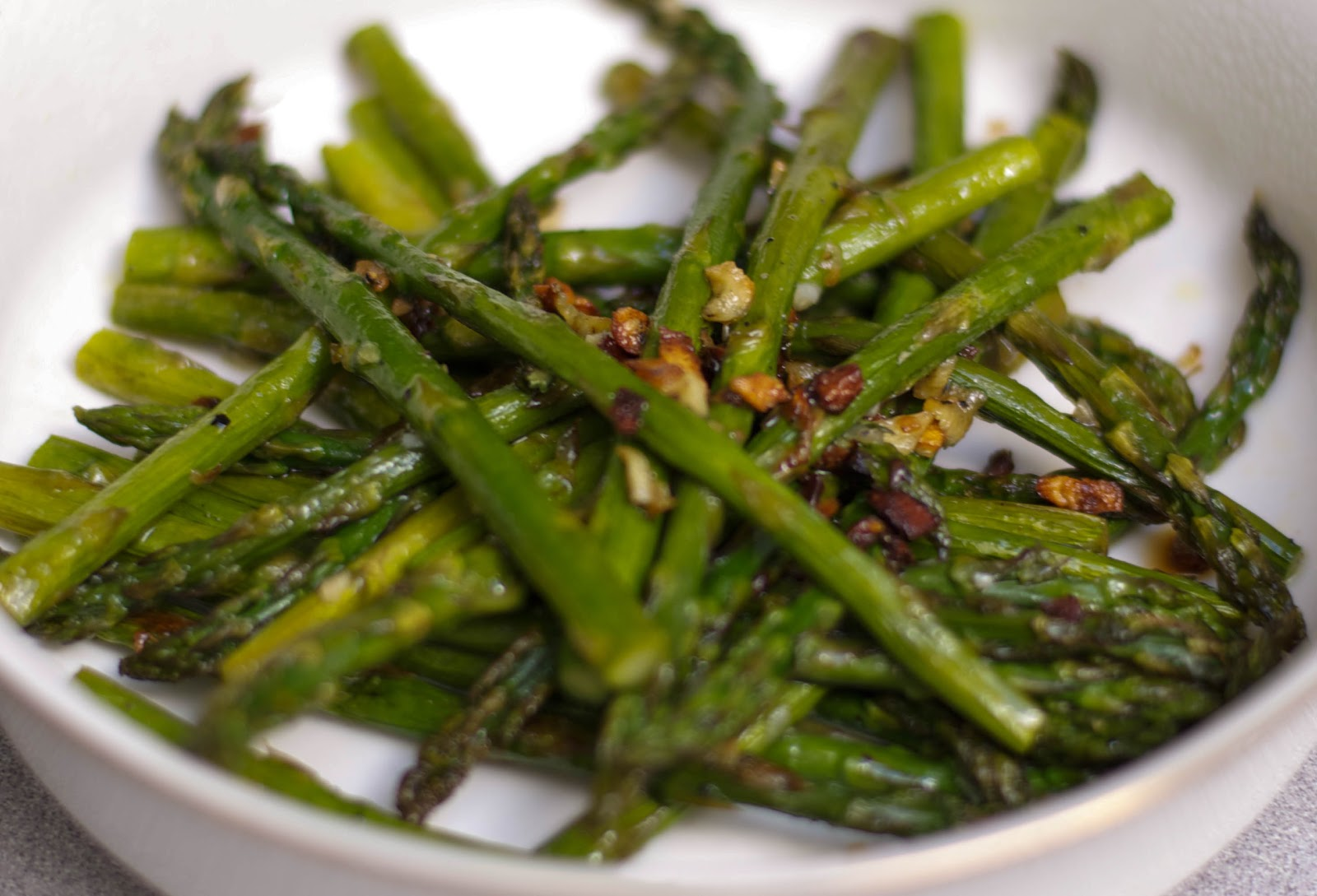 Carrie's Experimental Kitchen: Garlic Roasted Asparagus
