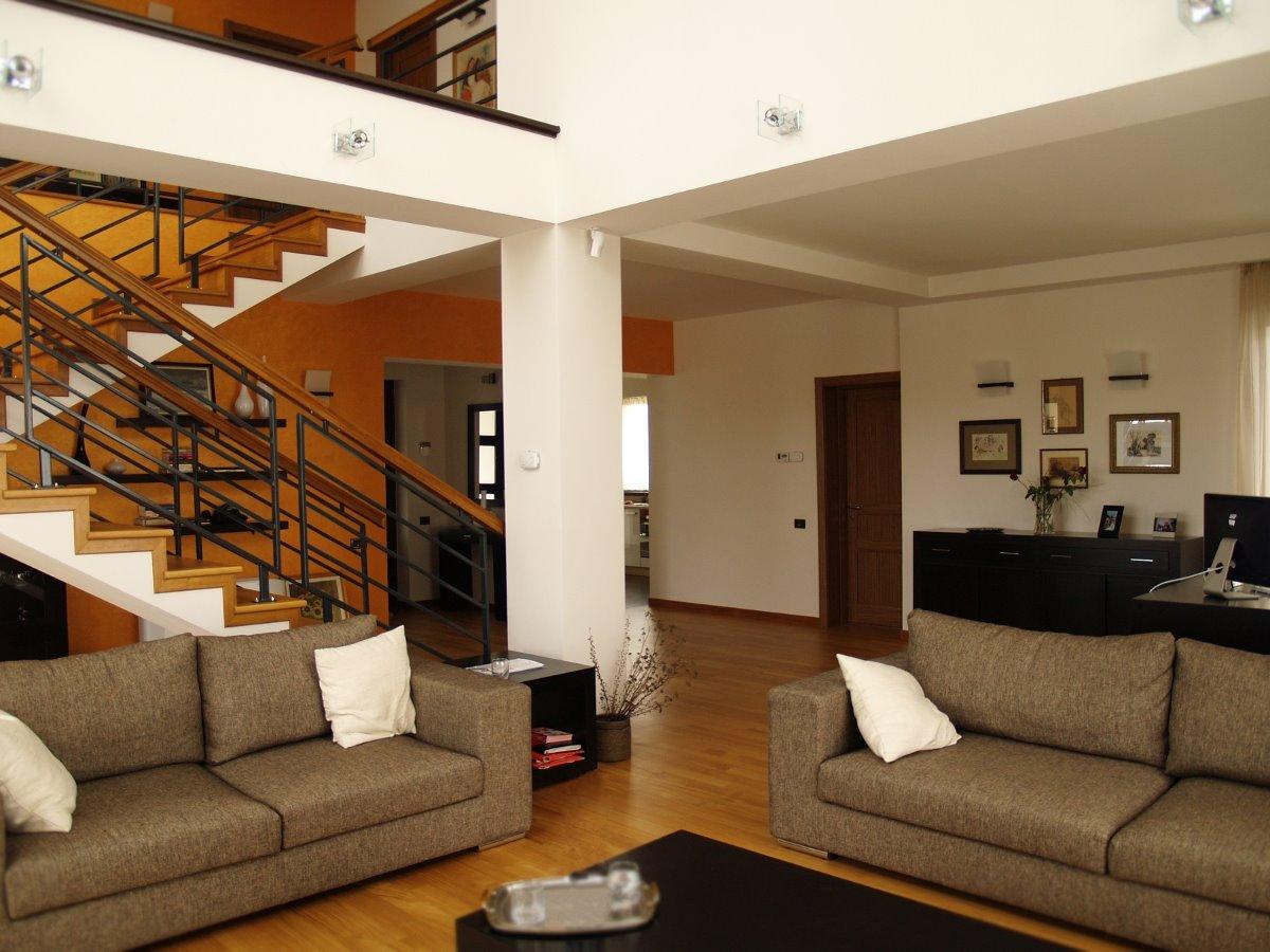 Idee salotto moderno gallery of arredamento soggiorno moderno design foto di casa decorazione - Arredamento interno casa moderna ...