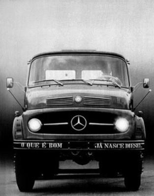 Os m dios pesados l 2013 l 2014 e l 2017 todos na vers o for Mercedes benz tagline