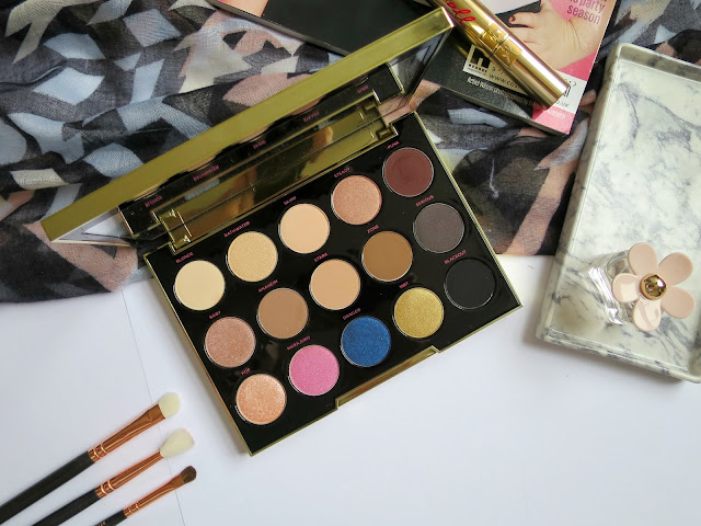 Urban Decay Gwen Stefani Eye Shadow Palette Neutral Favourite Swatch Shades Flat Lay Open