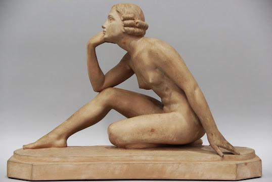 Estamos en el rastro de Madrid. Escultura Art Decó.