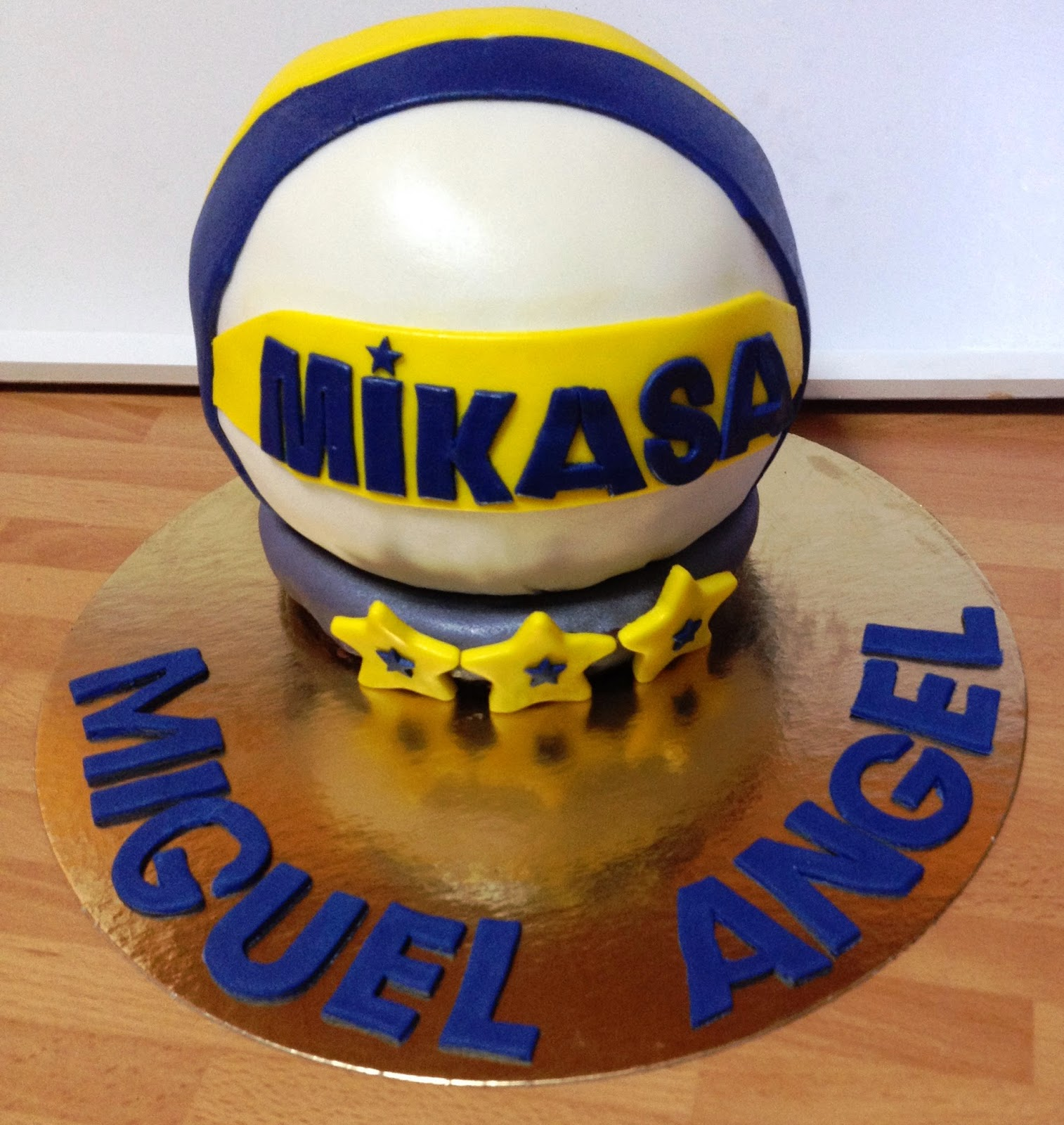 tarta pelota de voley;  tarta bola; tarta pelota; tarta fondant pelota; tarta balón de boley; tarta voley
