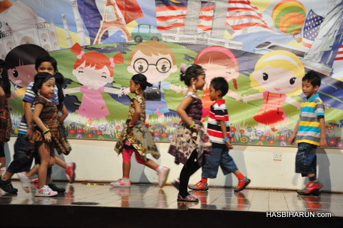 Indonesian dancers Smart Reader Kids Annual Concert and Convocation 2012 by Hai O garam buluh top agent