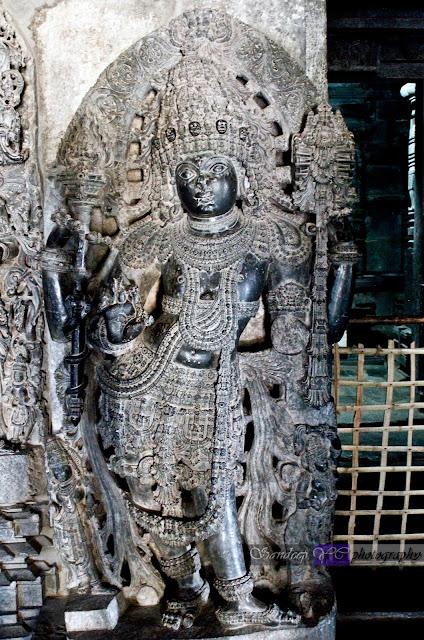 Dwarapalaka on the left side of the Shantaleshwara shrine. There are dwarapalakas like this one on both the sides of the Garbhagriha