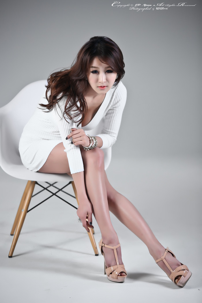 Seo Yoon Ah in White -Very cute asian girl - buntink.blogspot.com