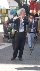 Georg, il flautista tedesco anti-Europa malato d'Italia.