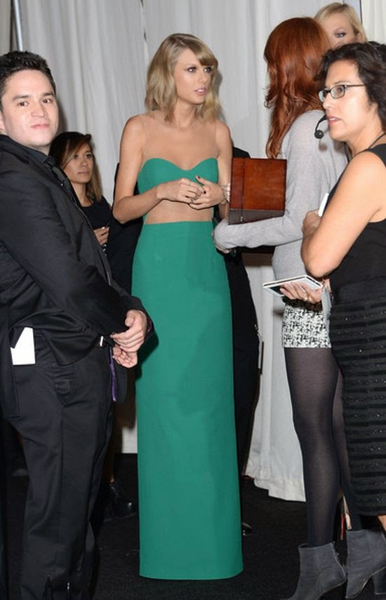 The American Music Award show's fashion judge gave us a new cropped look, this time in a green tight, sparkly top that Taylor Swift combined with very loose length gown. Oh Taylor, we just know you can do in perfect as she made the impression during the American Music Awards at Los Angeles, CA, USA on Sunday, November 23, 2014.