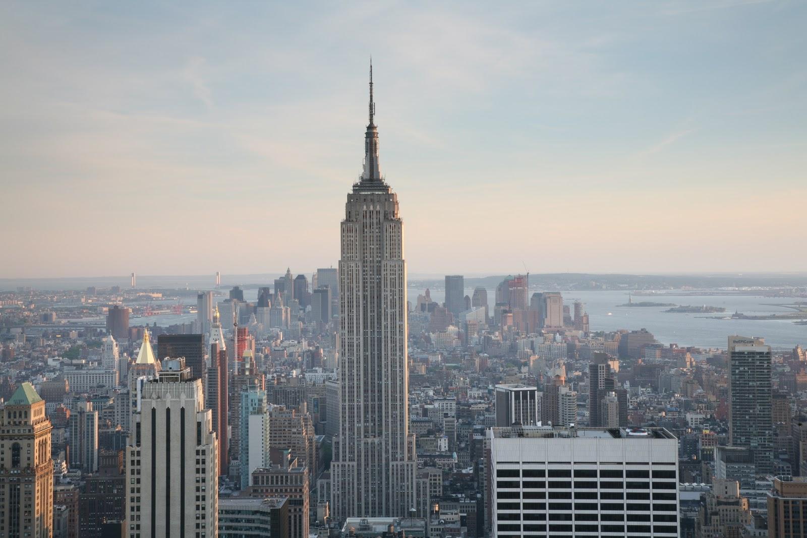http://1.bp.blogspot.com/-Ifs0A9pDuMA/TVndpQt2hGI/AAAAAAAAA_U/jy9yPKPf1GU/s1600/NYC_Empire_State_Building.jpg