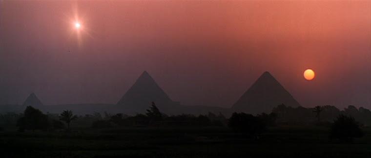 Dwa slonca nad piramidami. Ks. Kopernik nie dopedzil