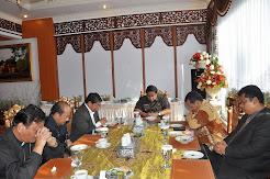 Ephorus HKBP Pdt WTP Simarmata Doakan Secara Khusus Gubernur Jambi H Hasan Basri Agus