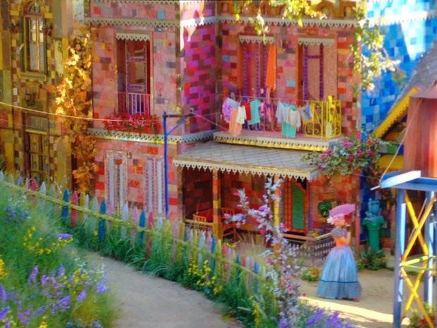 O cenógrafo Keller Veiga e o artista plástico Raimundo Rodriguez criam mundo infantil para Rede Globo...