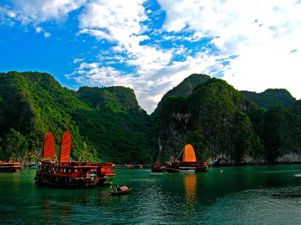 World Beautifull Places The Halong Bay Vietnam