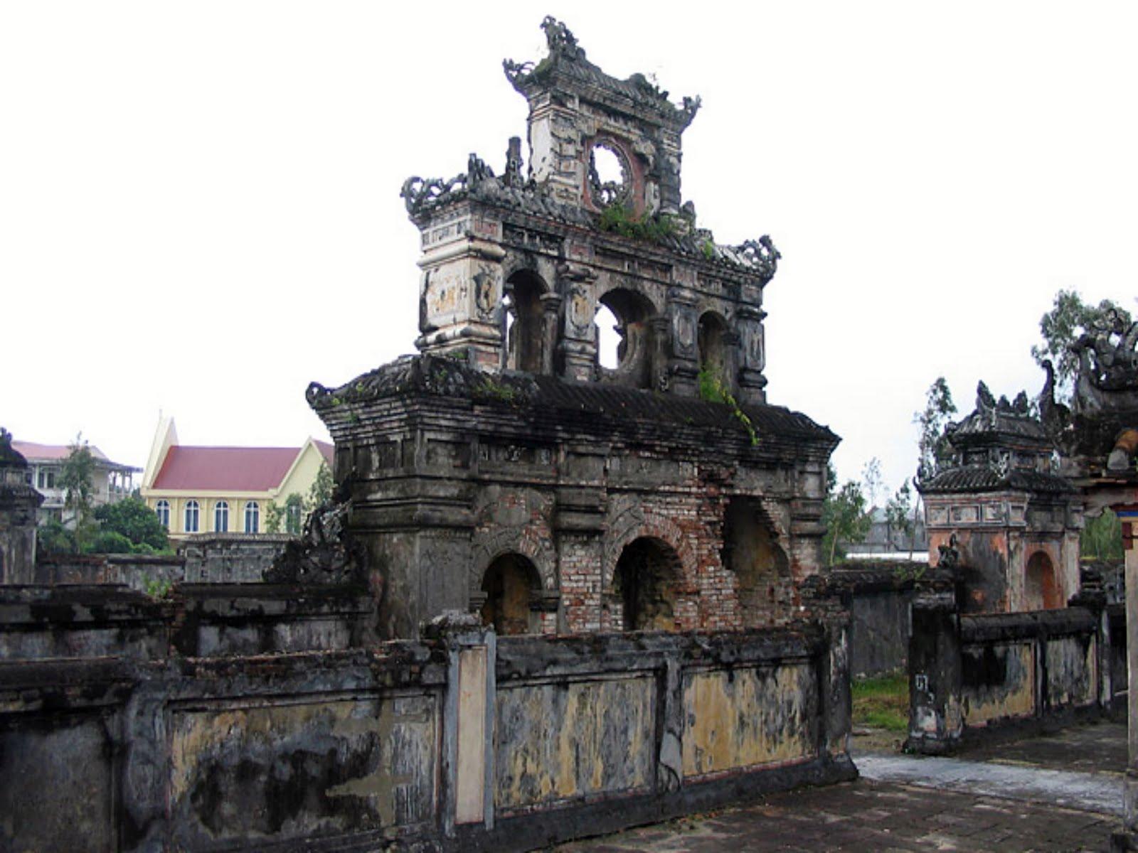 imperial tomb of duc duc hue  vietnam - tomb of emperor duc duc hue (vietnam)
