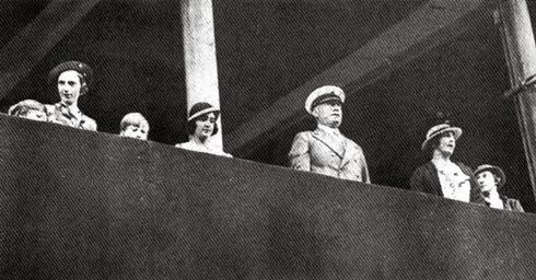 Mussolini compareceu em todos os jogos, alguns talvez com sósias.