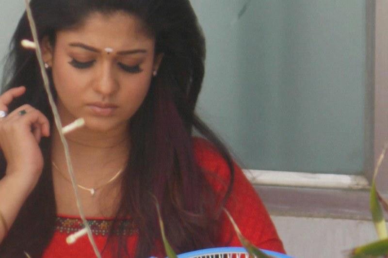 Nayanthara Ithu Kathirvelan Kadhal