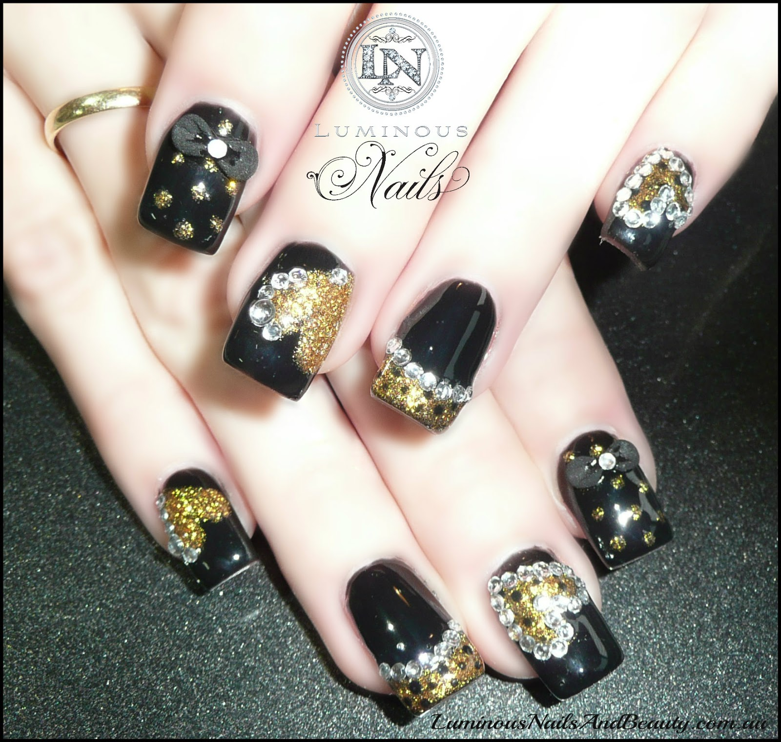 Black nails with diamond