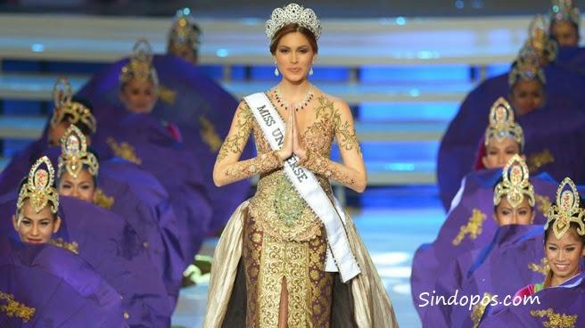 Miss Universe Dengan Kebaya