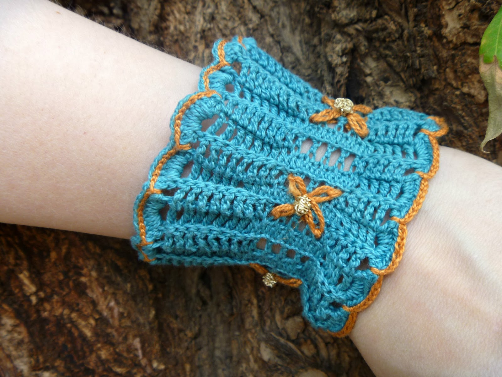 Stitch Story: How to Make a Wristlet with the Ruffles Scarf Pattern