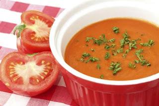 Sopa de tomate com manjericão light