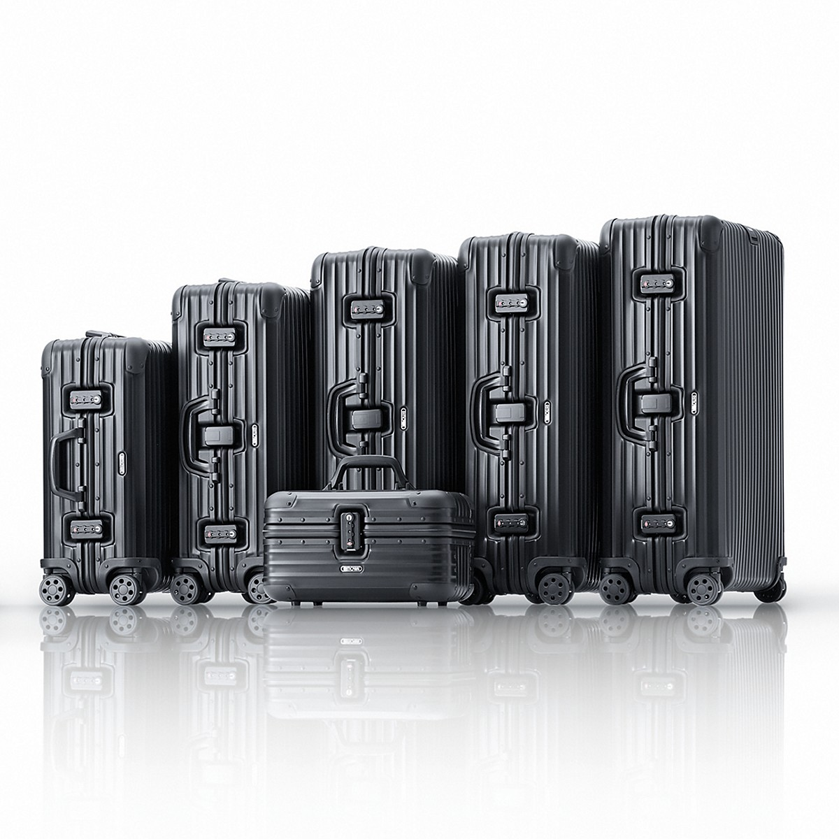 the charals blog rimowa topas stealth. Black Bedroom Furniture Sets. Home Design Ideas