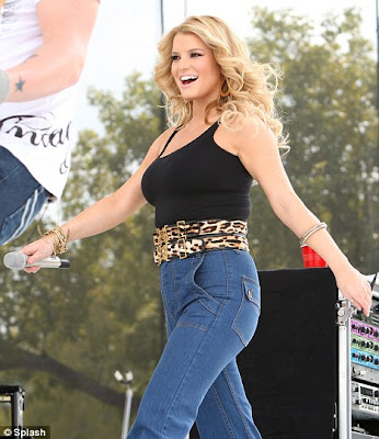 Jessica Simpson+curvy+in+High+waisted+jeans