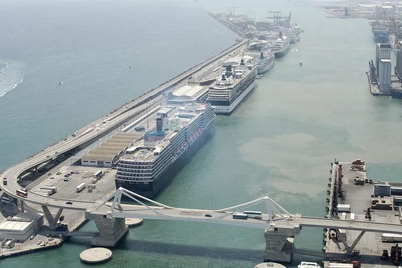 Puerto de Cruceros de Barcelona.Vista aérea