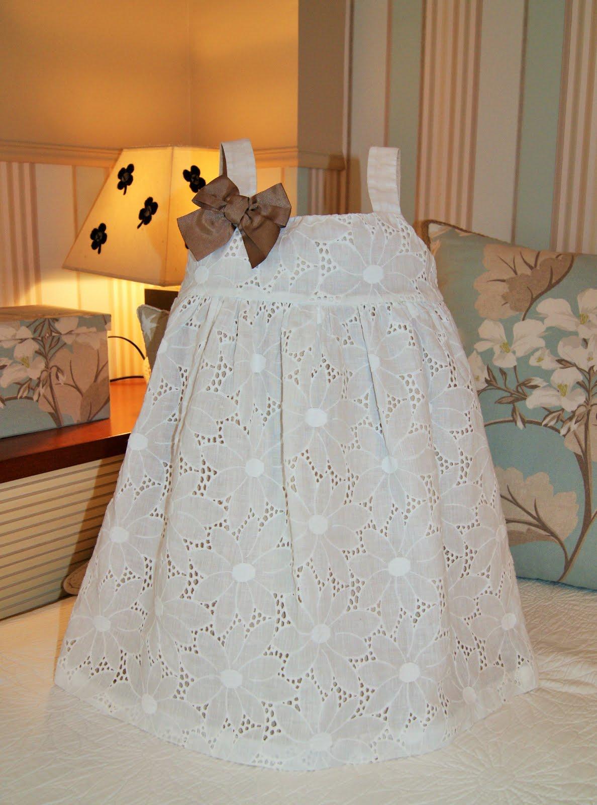 Vestido batista bordada perforada blanco