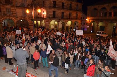 imagen de la concentracion de manifestantes en la plaza mayor de Béja