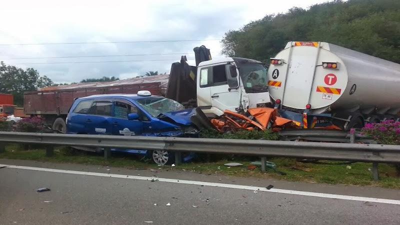 Gambar Kemalangan Di Lebuhraya PLUS Senawang-Pedas Linggi | 6/12/2013