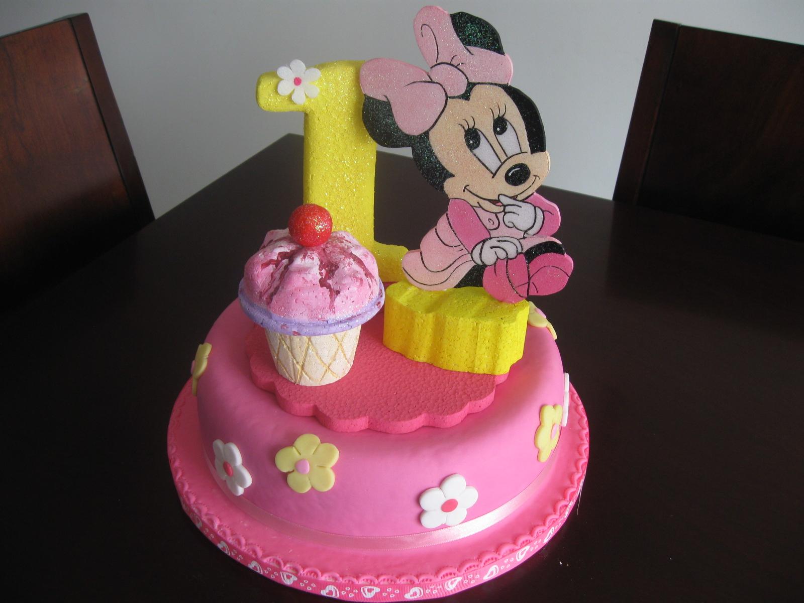 Delicake Tortas y Postres: Torta infantil en pastillaje de Minnie bebe