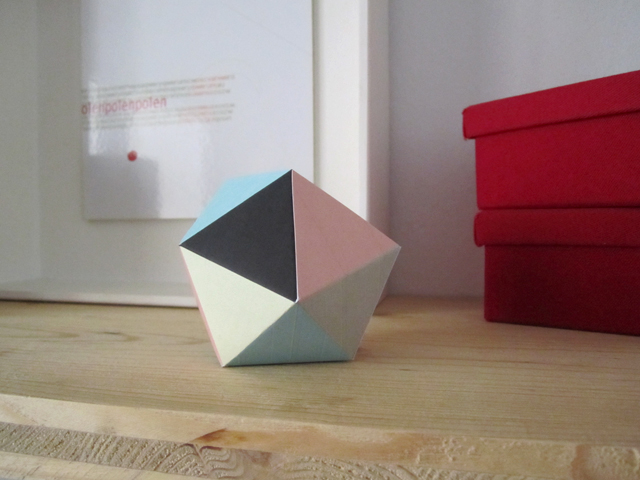 geometric paper figure Geoball by Zü
