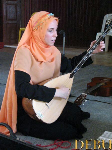 Shakurah Yaseerah, DEBU, musik