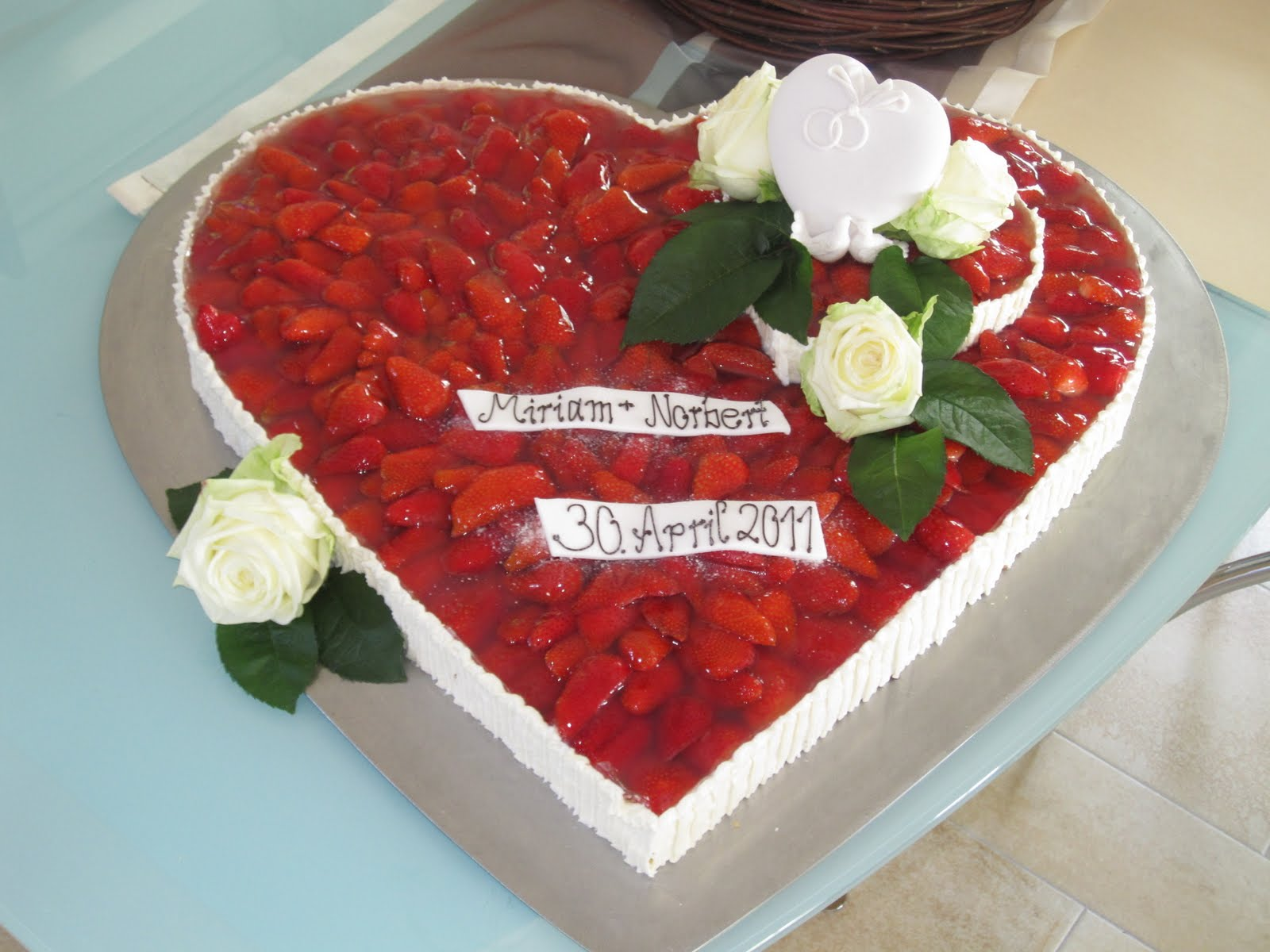 Torten Kreativ Hochzeitstorte Erdbeerherz