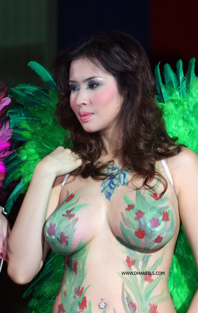 foto foto asik contoh foto cewek telanjang body painting