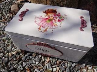 skrzynia na zabawki dla dziewczynki