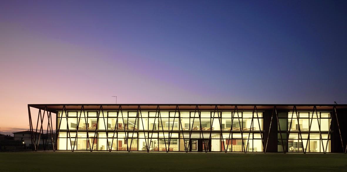 Arquitectura zona cero energ a sociedad coste escuela for Universidades para arquitectura