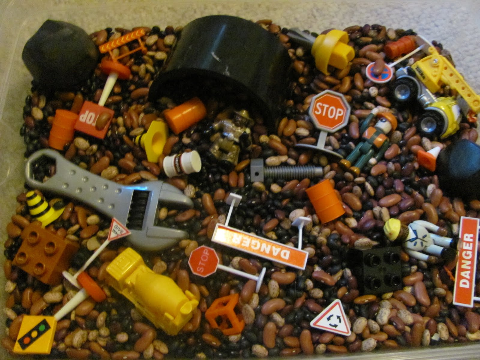 Cheap Cool Stuff >> Life In The Unknown: Construction Sensory Bin