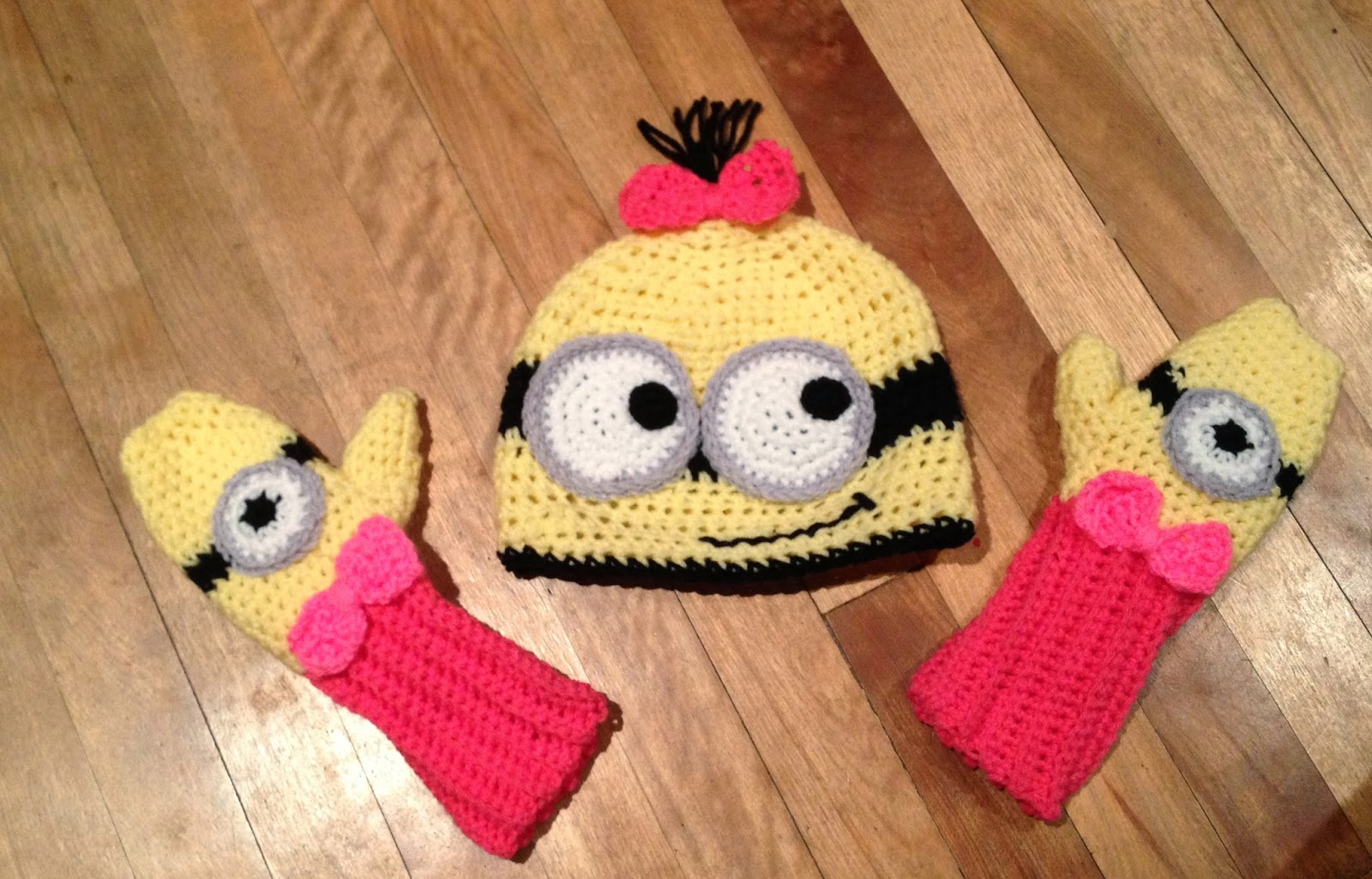 Free Crochet Hat Patterns For Minions : Free Crochet Connection: MINION HAT AND MITTENS SET