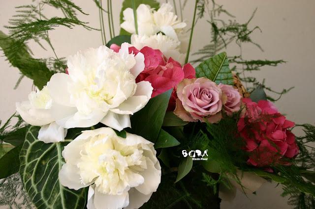 centro de flores con peonia