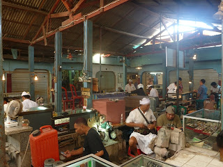 Pasar batu mulia pulau Bali, Denpasar