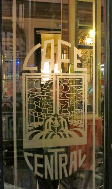 CAFÉ CENTRAL, entrada