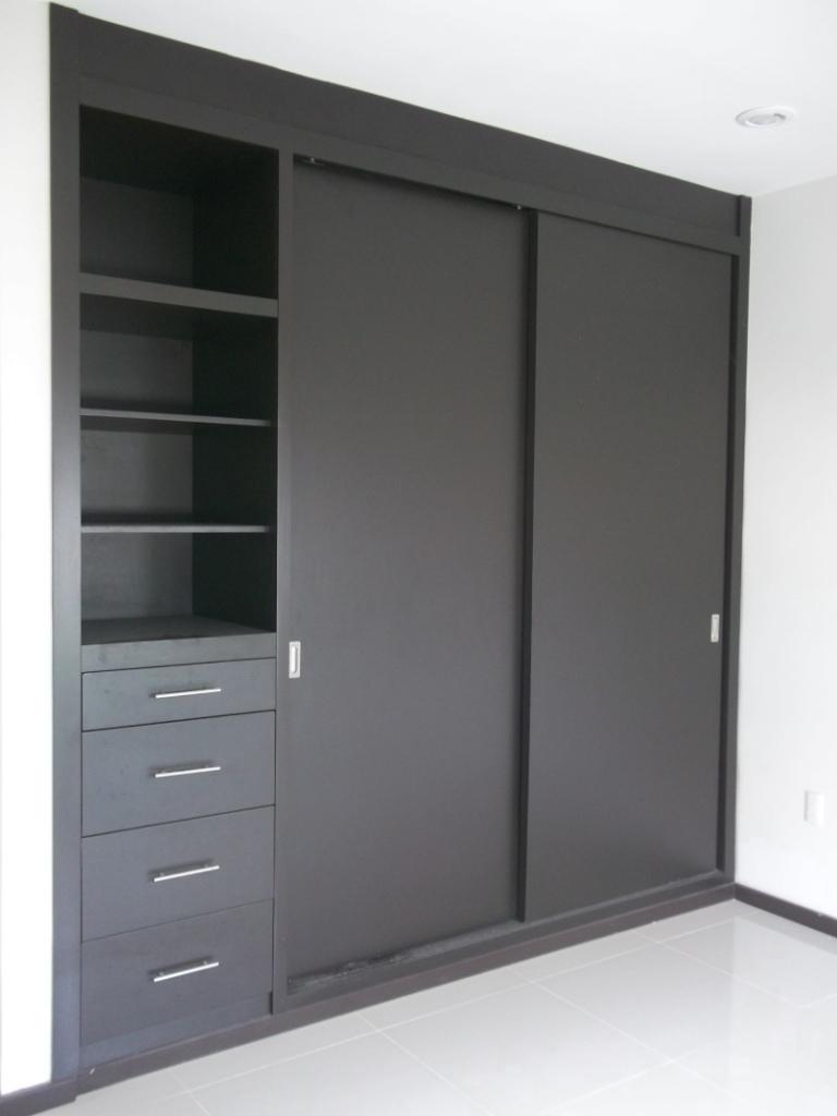 Amueblati closets y vestidores for Disenos de zapateras para closet