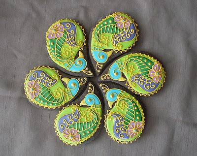 peacock decorated biscuits