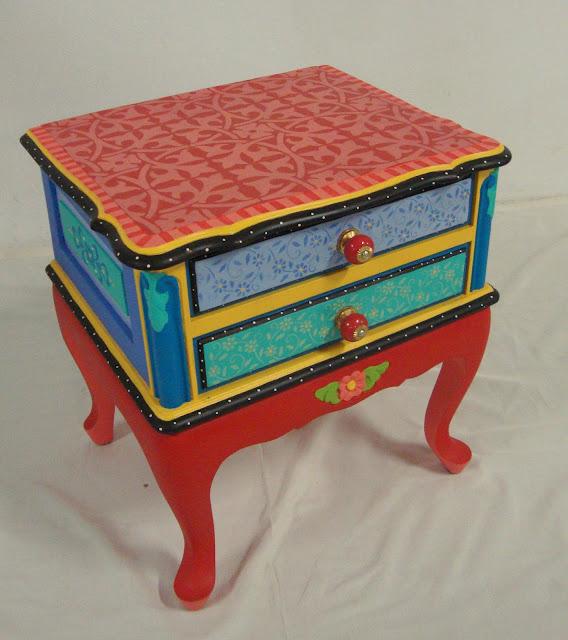 Restauraci n de muebles nave jardin reciclaje de muebles for Muebles pintados de colores