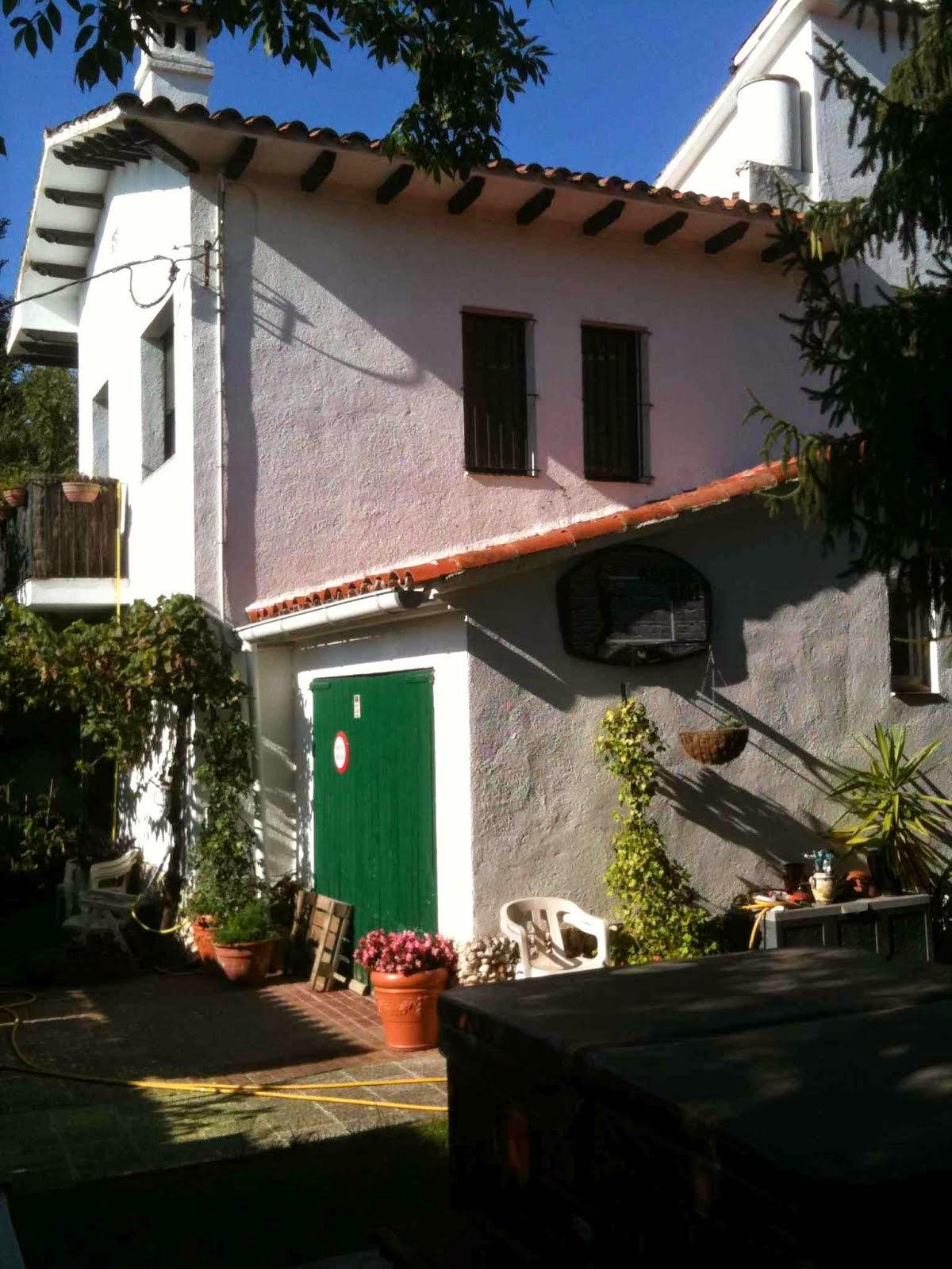 la casa vista desde un lateral
