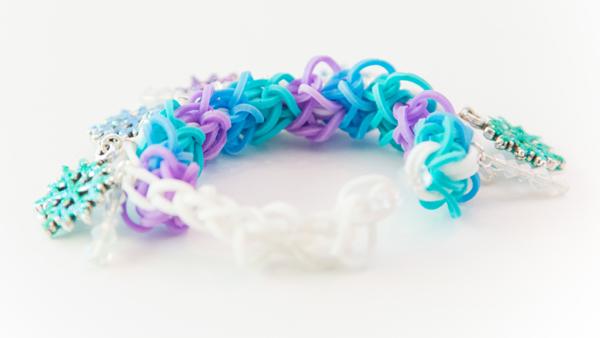 Frozen Snowflake Icicle Rubber Band Bracelet @craftsavvy #craftwarehouse #loombands #rubberbandbracelets