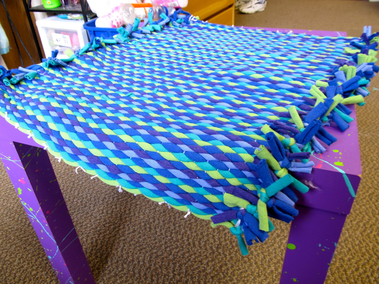 Rachel alex craft how to t shirt rag rug for How to make rugs out of old t shirts